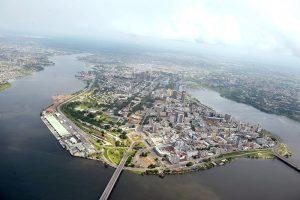 Vol de reconnaissance du SRSG Y J CHOI sur la ville Abidjan.